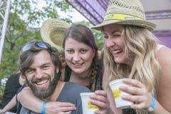 Prosten mit Getränken im Kaffee-Becher. (Bild: André A. Niederberger / Neue NZ)