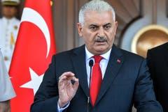 Der türkische Premierminister Binali Yildirim spricht während einer Pressekonferenz in Ankara am Samstag. (Bild: AP Photo)