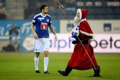 Auch der Samichlaus besucht das Super League Spiel zwischen dem FC Luzern und den Young Boys (Bild: Philipp Schmidli / Neue LZ)