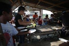 Nach der Naturkatastrophe haben sich die Menschen an vielen Orten zusammengetan und Hilfsorganisationen gegründet. (Bild: Keystone)