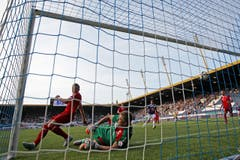 Luzerns Marco Schneuwly (nicht im Bild) erzielt das 2:2 im Super League Spiel zwischen dem FC Luzern und dem FC Sion. (Bild: Philipp Schmidli)