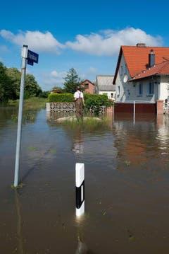Die Elbe überflutet Kabelitz. (Bild: Keystone)