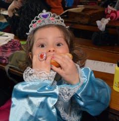 Wenn es so ein feines, frisches Weggli gibt, verliert selbst Prinzessin Zoe die Contenance. (Bild: Romano Cuonz)
