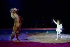 Chanel Marie Knie bändigt ein Pony. (Bild: Keystone)