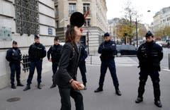 Er macht vor, was am Verhandlungstisch gelingen soll: Kusntstücke. (Bild: AP Photo/Christophe Ena)