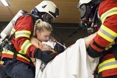 Die Feuerwehr bei der Rettung eines Badegastes. (Bild: Edi Ettlin)
