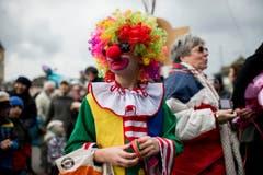 """Kostümierte und geschminkte Personen laufen am Umzug """"ZüriCarneval 2015"""" durch die Zürcher Innenstadt. (Bild: ENNIO LEANZA)"""