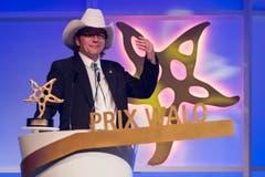 Ein stolzer Buddy Dee freut sich über die Auszeichnung in der Kategorie «Country». (Bild: KEYSTONE/Ennio Leanza)
