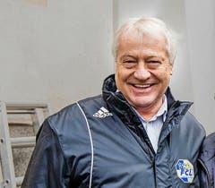 Kudi Müller (68, ehemaliger Spielertrainer): «1981 startete ich auf dem Kleinfeld meine Trainerkarriere. Das Highlight war der NLB-Aufstieg 1985. Das Heimspiel verloren wir gegen Fribourg 1:2 und niemand rechnete mehr mit uns. Vor dem Rückspiel sagte ich meinem Team in der Kabine, dass wir 3:1 gewinnen werden – und wir siegten 3:1. War das eine schöne Zeit ...» (a.k.) (Bild: Roger Gruetter)