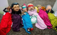 Aktivisten zeigen, was Barack Obama, Xi Jinping, Francois Hollande, Narendra Modi, Angela Merkel und Malcolm Turnbull amachen sollen: Aufwachen. (Bild: AP Photo/Christophe Ena)