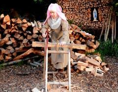 Auf dem Holzplatz: (Bild: Romano Cuonz)