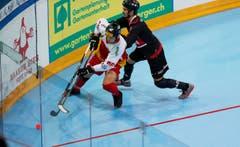 Im Bild (v.l.n.r.): Lars Henzi und der Kanadier Mathieu Duguay. (Bild: Stefan Kaiser (Neue Zuger Zeitung) PHOTO)