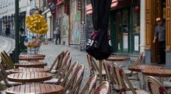 Bei einem Café in der Nähe des historischen Grand Place im Zentrum von Brüssel herrscht die grosse Leere. (Bild: AP Photo / Virginia Mayo)