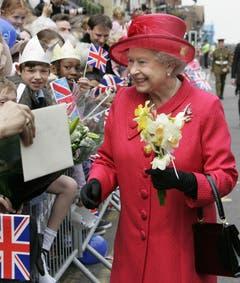 In den vergangenen Jahren sind das Königshaus und die Queen immer beliebter geworden. (Bild: Keystone)