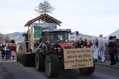 Der Wagen zum Hof des Zunftmeisters Paul III: Dextro-Zucht und Holzbau. (Bild: Andrea Waser / Neue NZ)