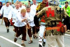 Ein Szene der Schlacht am Morgarten während den Feierlichkeiten zum Volksfest 700 Jahre Schlacht am Morgarten. (Bild: Keystone/Urs Flüeler)