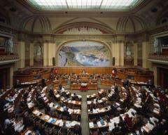 Blick in den Nationalratssaal. Und das sind die 200 gewählten Nationalräte im Bild (sortiert nach Kanton und Name): (Bild: Keystone / Gaetan Bally)