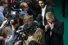 Jeremy Irons, right und Dev Patel in Kontakt mit den Medien. (Bild: Keystone)