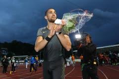 Karim Hussein jubelt nach dem Sieg im 400m Hürdenrennen (Bild: Philipp Schmidli)