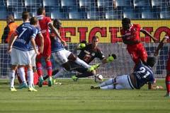 Luzerns David Zibung kassiert das 1:0 im Super League Spiel zwischen dem FC Luzern und dem FC Sion. (Bild: Philipp Schmidli)