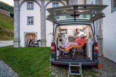 SWISS PRESS PHOTO 18 - 2. PREIS SCHWEIZER REPORTAGEN: REMO NÄGELI - Michael Keller ist mit seiner mobilen Zahnarztpraxis im Urnerland unterwegs. (Bild: (SWISS PRESS PHOTO/Remo Naegeli für Schweizer Illustrierte))