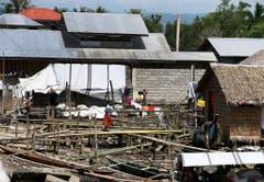 Das Dorf Palaypay war nahezu zerstört und wurde jetzt notdürftig wieder aufgebaut. (Bild: Keystone)
