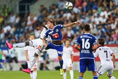 Luzerns Hekuran Kryeziu (mitte) gegen Basels Breel Embolo. (Bild: Philipp Schmidli)