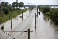 Die ICN-Strecke in Schönhausen in Neubrandnburg ist unterbrochen. (Bild: Keystone)