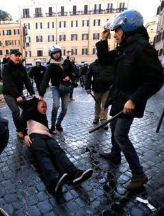 Italy Soccer Europa League Clashes (Bild: Keystone)