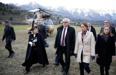 Frank-Walter Steinmeier zeigt sich nach einem Flug über den Absturzort der Germanwings-Maschine entsetzt: «Vor Ort zeigt sich ein Bild des Grauens», sagt er. «Die Trauer der Familien und Angehörigen ist unermesslich». (Bild: Keystone)