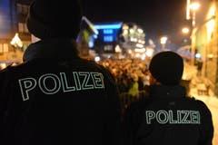 Die Polizei sorgt in Zermatt für Ruhe und Ordnung. (Bild: Keystone)