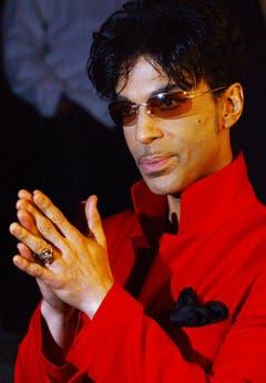 """Prince am 20. April 2004 auf dem Weg zu einer Party, um die Veröffentlichung des Albums """"Musicology"""" in New York zu feiern. (Bild: Keystone)"""
