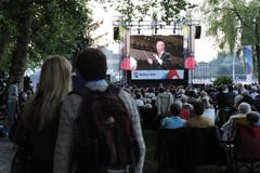 Ein Star auch für die Massen. Zuschauer beim Inseli an der Openair-Übertragung des Sinfoniekonzerts mit Claudio Abbado und dem Lucerne Festival Orchestra. (Bild: Archiv / Neue LZ)
