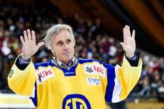 OK-Präsident Fredi Pargaetzi in einem HC Davos-Shirt während des Finals. (Bild: Keystone/GIAN EHRENZELLER)