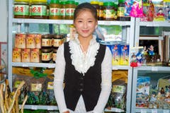 Eine Verkäuferin am Kiosk. (Bild: Martin von den Driesch)