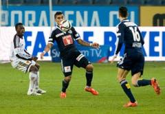 Adama Traore von Basel, links, und die Luzerner Dario Lezcano, Mitte, und Franacois Affolter kämpfen um den Ball. (Bild: Keystone)