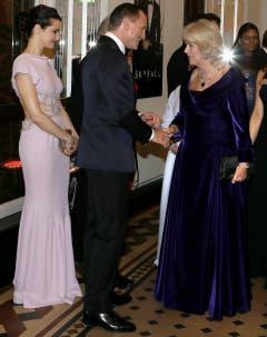 Prinz Charles' Gattin Camilla im Gespräch mit Bond-Darsteller Daniel Craig. Links Schauspielerin und Regisseurin Rachel Weisz. (Bild: Keystone)