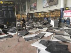 Die Zerstörung im Flughafen von Brüssel zeigt die Wucht der Bombenexplosionen. (Bild: Twitter)