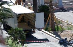 Der todbringende LKW am Tag nach dem Attentat an der Strandpromenade von Nizza. (Bild: OLIVIER ANRIGO)