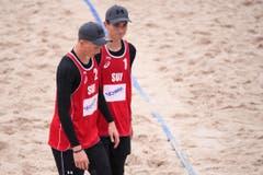 Das zweite Team der Männher um Tim Köpfli (rechts) und Irian Mika war enttäuscht, nachdem sie gegen Thailand 0:2 (19-21, 19-21) verloren haben. (Bild: FIVB)