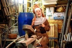 Eindrücklich die Erzählung übers Betteln der Kapuzinerinnen von Kerstin Flüeler in der Werkstatt. (Bild: Romano Cuonz)