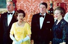Die Grossen ihrer Zeit: Helmut Kohl, damals Kanzler der Bundesrepublik Deutschland, Königin Elizabeth II., US-Präsident Ronald Reagan und Margaret Thatcher (1984). (Bild: Keystone)