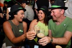 Prost! Auch in Australien wird der St.Patricks's Day gefeiert. (Bild: Keystone)