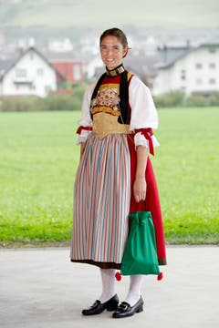 Patricia Kipfer mit der Nidwaldner Empire Tracht. (Bild: Corinne Glanzmann / Neue NZ)