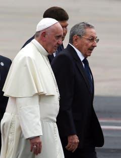 Papst Franziskus mit Raul Castro. (Bild: Keystone)