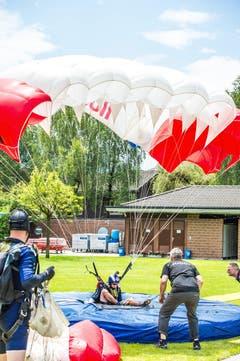 Die Fallschirmspringer gehen in Fünfer-Teams an den Start. (Bild: Izedin Arnautovic)