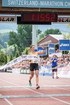 Hrebec Laura aus Muraz gewinnt den Halbmarathon. (Bild: Manuela Jans-Koch / Neue LZ)