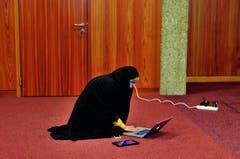 Mitten in der Nacht des 24. November 2013 kommt es dann zum historischen Durchbruch: Morgens um 4.30 Uhr stellt der iranische Aussenminister Mohammed Javad Zarif das geschlossene Abkommen vor. (Bild: Swiss Press Photo / Mark Henley)