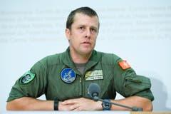 Pierre de Goumoens, Kommandant der Luftwaffe, spricht anlässlich der Medienkonferenz zum abgestürzten Armeeflugzeug. (Bild: MANUEL LOPEZ)