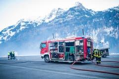 Die grösste Herausforderung der Feuerwehr vor Ort war die Beschaffung des Wassers. (Bild: Roger Grütter / Neue LZ)
